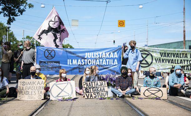 Mielenosoitus on jatkunut yli vuorokauden ajan.