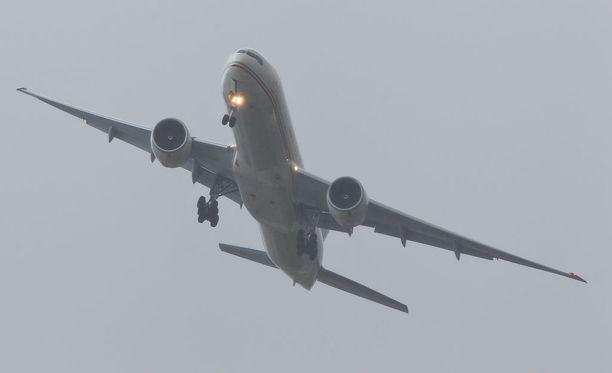Suomalaisia kuljettava lentokone on yrittänyt turhaan laskeutua Madeiralle jo kaksi päivää. Kuvituskuva.