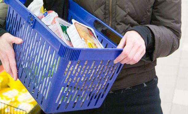 Suomalaiset ovat ryhtyneet hamstraamaan eräitä halpuutettuja tuotteita.