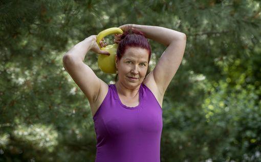 Mari alkoi treenata 20 minuuttia joka aamu – selkeä muutos kehossa ja unessa