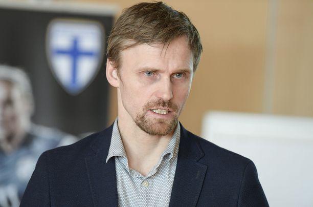 Palloliiton urheilutoimenjohtaja Hannu Tihinen tutustui Uruguayn maajoukkuetoimintaan.