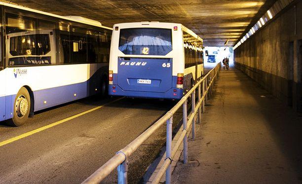 Tampereen asematunneli on rauhattoman alueen maineessa. Oikeuden selosteesta ei kuitenkaan käy ilmi, mistä rautatietunnelista seuraaminen alkoi.