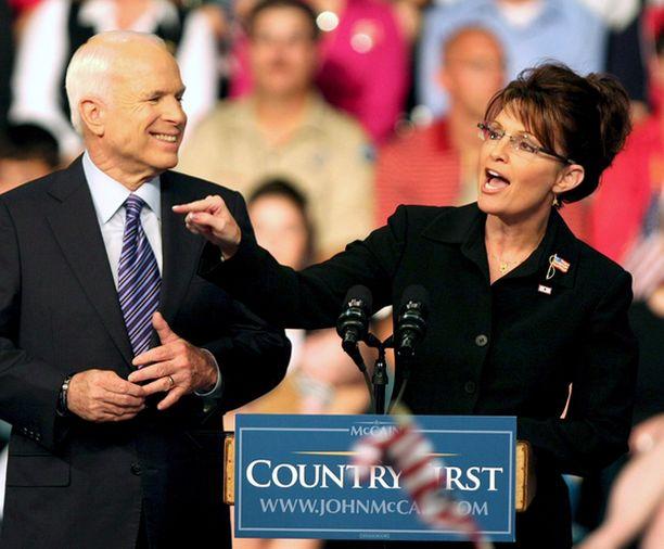 DIIVA John McCainin avustajien mukaan varapresidenttiehdokas Sarah Palin on ottanut ohjat omiin käsiinsä.