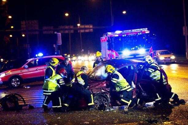 Liikennekuolemien ja loukkaantumisien määrä on parin vuoden notkahduksen jälkeen kääntynyt taas laskuun.