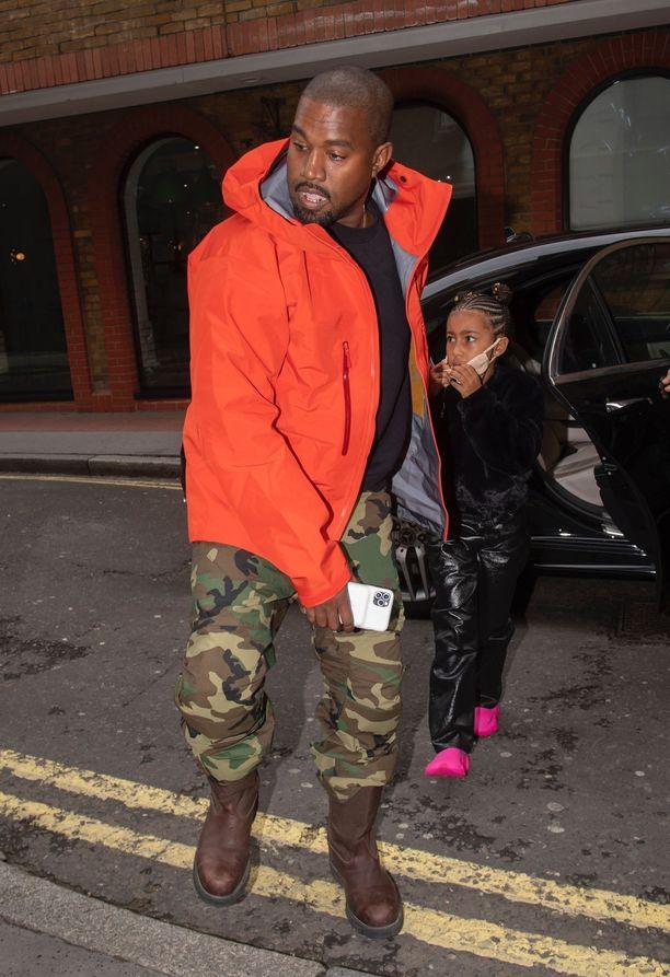 Kanye West kävi viikko sitten tyttärensä kanssa Lontoossa.