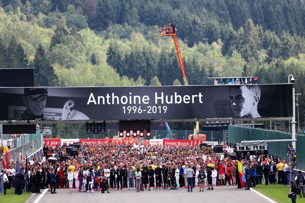 Anthoine Hubertia muistettiin isosti sunnuntaina F1-kisassa.