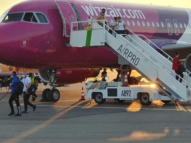 Lento laskeutui Turkuun tiistai-iltana yhdeksältä.