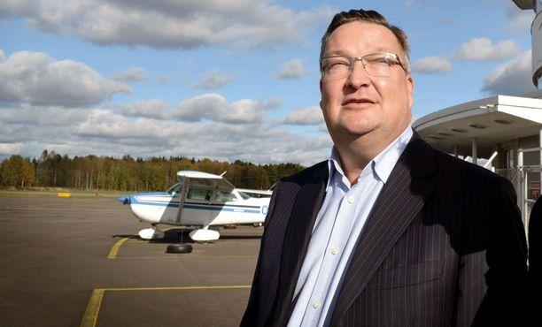 Jorma Karion lentoyhtiö käynnisti toimintansa julkisen kohinan saattelemana. Yritys ajautui konkurssiin vuonna 2017.