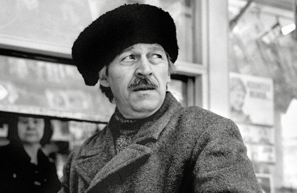 Moni muistaa Veijo Pasasen myös Sirkuspelle Hermannina.