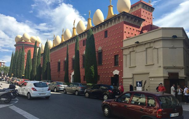 Dalin Teatro-Museo -näyttelytalo on täynnä Dalin taidetta ja hurjia keksintöjä.