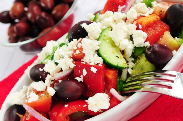Välimeren ruokavalion perehtyneet tutkijat ovat panneet merkille, että osa sen terveyshyödyistä on todennäköisesti peräisin siitä, että ruokaillaan yhdessä.