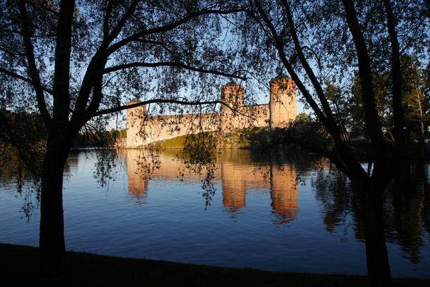 Olavinlinna on suosittu matkailukohde. Esimerkiksi vuonna 2013 kävijöitä oli noin 86 000.