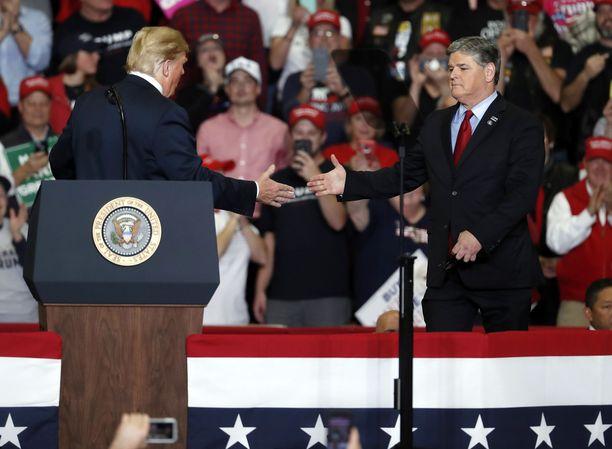 Trump ja Hannity kampanjatilaisuudessa Missourissa juuri ennen USA:n välivaaleja viime marraskuussa.