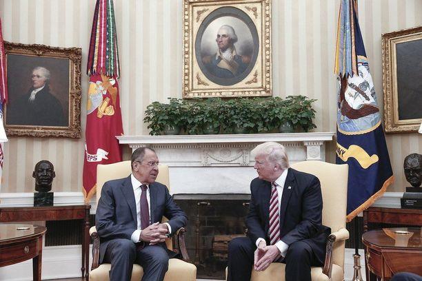 Donald Trump (oik.) tapasi Sergei Lavrovin Valkoisessa talossa viime viikolla.