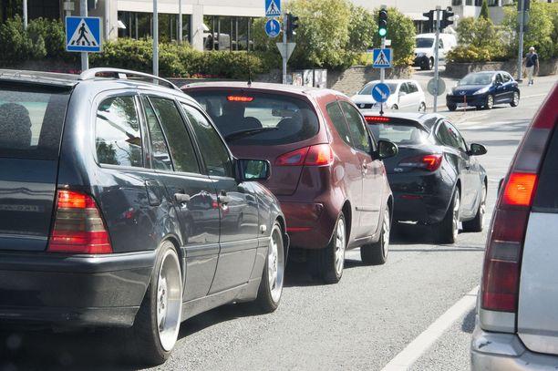 Autoilijoita verotetaan rajusti ja monin eri tavoin.