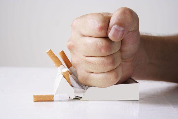 Tupakointi vaurioittaa keuhkoja.