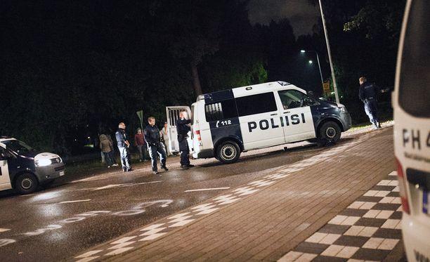 Turvapaikanhakijoita kuljettanutta linja-autoa oli Lahdessa turvaamassa muutama poliisipartio.