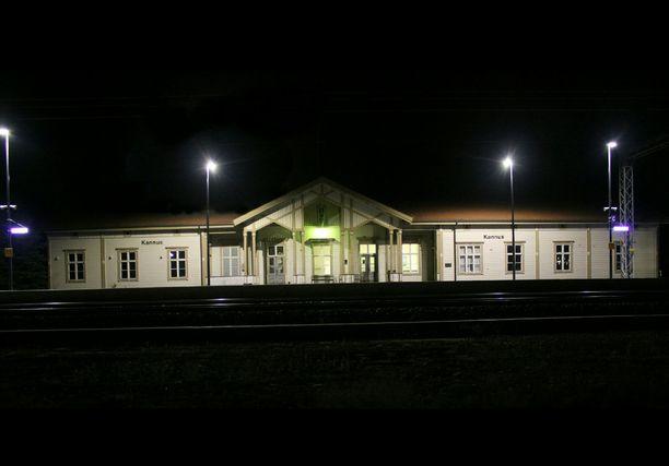 Noin 25-vuotias mies löytyi kuolleena Kannuksesta junaradan varresta.