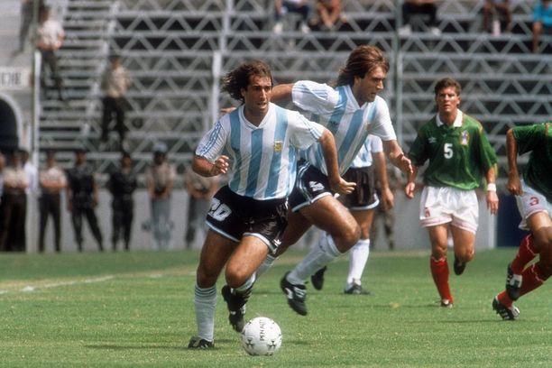 Argentiinan pystyraitainen ykköspaita on klassikko. Uusi MM-versio on kunnianosoitus Copan 25 vuoden takaisille mestaruuspaidoille ja Argentiinan tuoreimmalle suurturnausvoitolle.