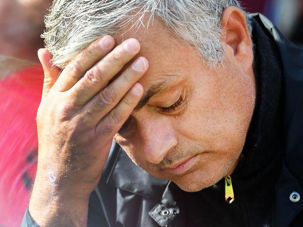 José Mourinhon asema ManU-managerina alkaa vähitellen käydä tukalaksi.
