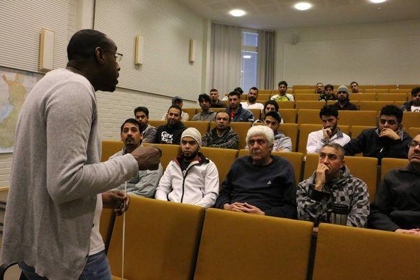 Leban Yahye Ibrahimin koulutusaiheina olivat turvallisuus, vuorovaikutus, osallistuminen, kotoutuminen ja asenteet.