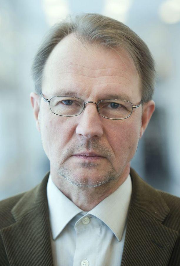 Tampereen yliopiston Suomen historian professorin Pertti Haapalan mukaan juhlarahan mallina toiminut teloituskuva on todennäköisesti lavastettu.