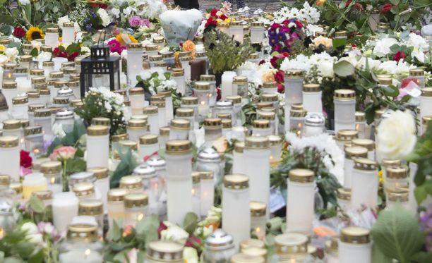 Turun kauppatori terroripuukotuksen jälkeisenä päivänä 19. elokuuta 2017.
