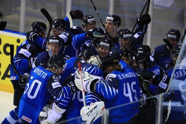 Suomi voitti sensaatiomaisesti MM-puolivälierän.