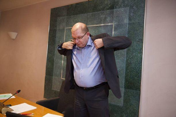 Metalliliiton puheenjohtaja Riku Aalto liiton hallituksen kokouksessa, jossa käsiteltiin kilpailukykysopimusneuvottelua Helsingin Hakaniemessä perjantaina 3. kesäkuuta 2016. Metalliliiton hallitus päätti lähteä mukaan kilpailukykysopimukseen. Päätös syntyi äänestyksen jälkeen äänin 12-8.