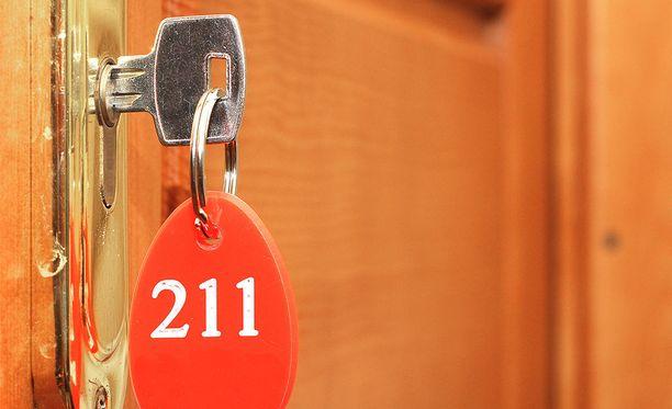 Ovi pysyy visummin kiinni, kun sen kiilaa sisäpuolelta stopparin avulla.