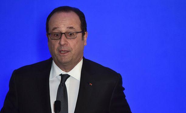 Vahinko tapahtui, kun Francois Hollande oli vihkimässä käyttöön uutta nopea junalinjaa Villognonissa läntisessä Charenten maakunnassa.