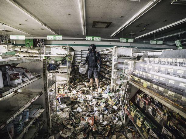 Fukushiman kaupat ovat yhä täynnä myymätöntä tavaraa. Ydinvoimalaonnettomuuden takia niihin ei kannatakaan koskea.