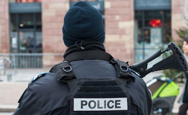 Hyökkääjä alkoi tulittaa ohikulkijoita Bastian kaupungissa Korsikalla puoli viiden aikaan keskiviikkopäivällä paikallista aikaa.