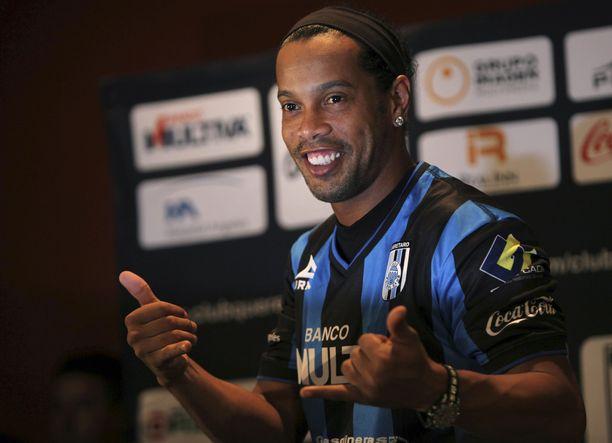 Brasilialaisen Ronaldinhon, 35, ura jatkuu kotimaassa.