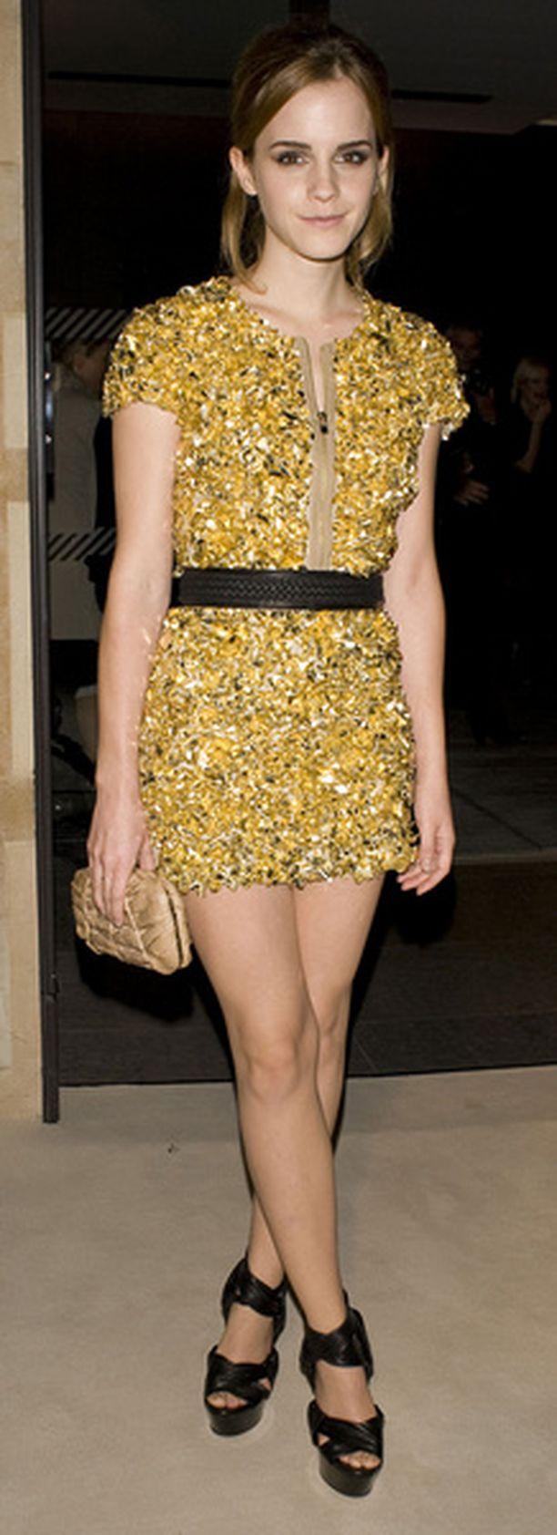 Emma Watson loisti Lontoon muotiviikoilla upeassa minimekossaan.