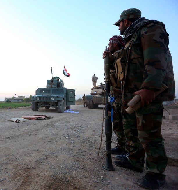 Kuvassa shiiamilitioita, jotka osallistuivat Isisin vastaiseen taisteluun Irakissa. Nyt tilanne Irakissa on erittäin sekava, kun eri aseryhmät yrittävät täyttää Isisiltä jäänyttä tyhjiötä.