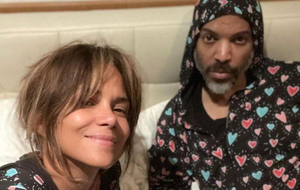 Halle Berryllä ja Van Hutilla on samispyjamat.