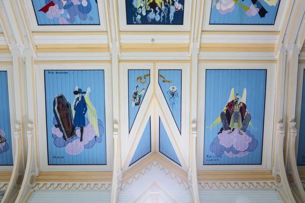 Toivakan kirkon erikoiset kattomaalaukset herättivät aikoinaan valtavan kohun.