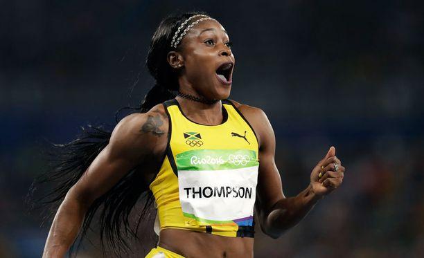 Jamaikan Elaine Thompson pinkoi 100 metrin olympiakultaan Suomen aikaa viime yönä.