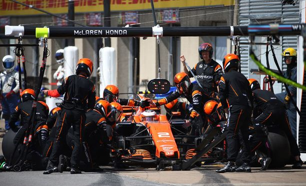 McLarenit lähtenevät joukon hänniltä Bakun GP:ssä.