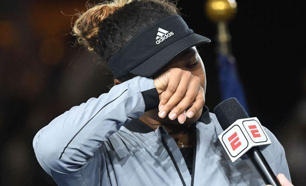 Naomi Osakan tunteet purkautuivat ottelun jälkeen.