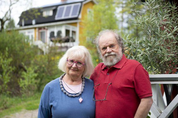 Maija ja Pekka Salo viettävät eläkepäiviään luonnon helmassa Teiskossa.