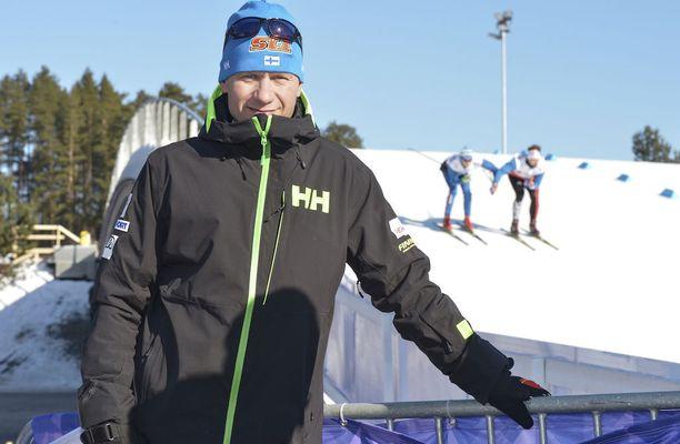 Sunnuntai oli Toni Roposelle erityinen päivä. Hän lähetti hakemuksensa Olympiakomitean toimitusjohtajaksi, ja valmennettava Matti Heikkinen voitti MM-pronssia.