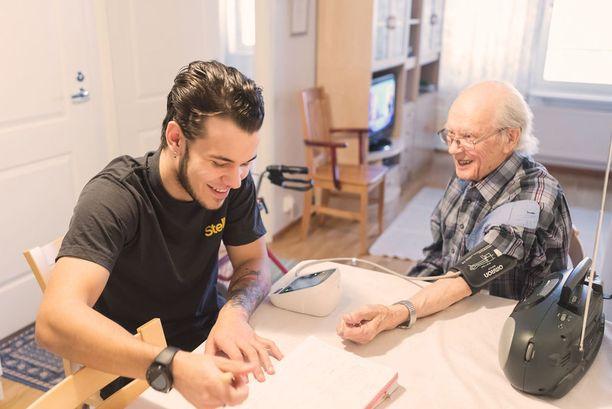 Hoivapalveluiden tuominen kotiin antaa asiakkaille mahdollisuuden asua levollisin mielin omassa kodissa.