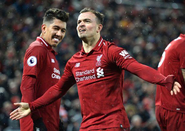 Liverpoolin Xherdan Shaqiri juhli voittomaaliaan Manchester Unitedia vastaan.