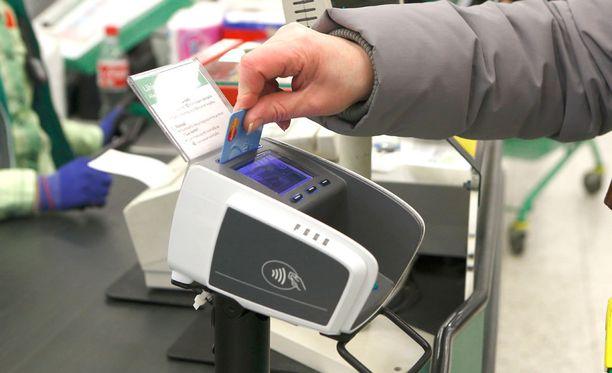Poliisi kehottaa olemaan varovainen käteisen rahan ja maksuvälinekorttien käsittelyssä.