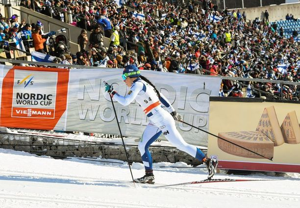 Krista Pärmäkoski piti kovinta vauhtia maastohiihdon Lahden maailmancupissa sunnuntaina.