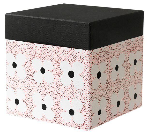 Irtolaatikot on helppo nostaa vaikka kaapin päälle. Kierrätyspahvista valmistettu kannellinen Kvittra-laatikko (20x20x20cm), 5,99e, Ikea.