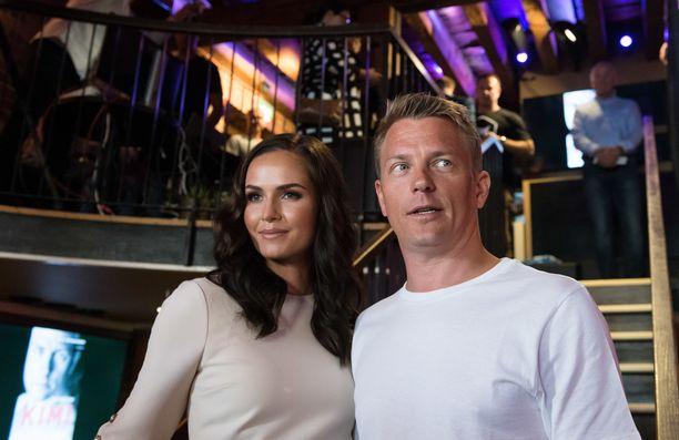 Minttu ja Kimi Räikkönen edustivat yhdessä viime elokuussa Kimin elämäkertakirjan julkaisutilaisuudessa.