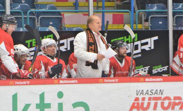 Juhani Tamminen luotsasi lauantaina vanhaa Sport-joukkuettaan Ässien alumni-nippua vastaan. Aurinkokuningas kertoi myös näkemyksiään suomalaisesta sarjajärjestelmästä.